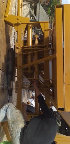 mini retrô escavadeira acoplada pra traseira de caminhão