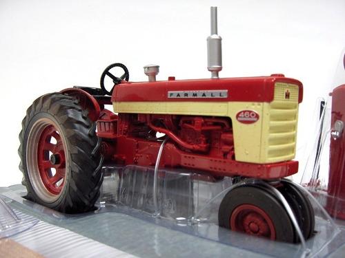 mini trator farmall 460 com acessórios 1:16 dusty version