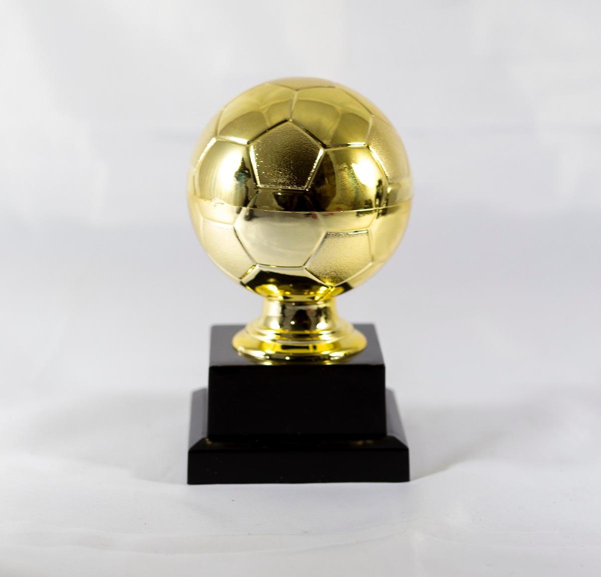 6c2ae0872ec62 Mini Troféu Bola De Futebol P Dourado Personalizado - R  36