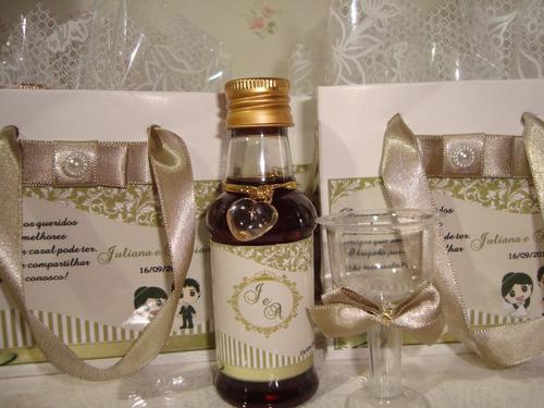 mini vinhos personalizados padrinhos, madrinhas 2 tacinhas