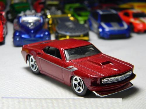 miniatura  automovel 69 mustang  1:64 hot wheels