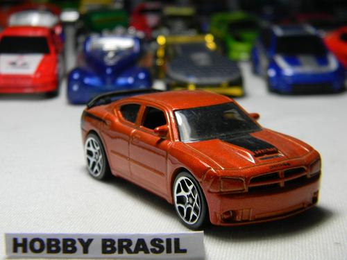 miniatura  automovel dodge charger rst8 1:64 hot wheels