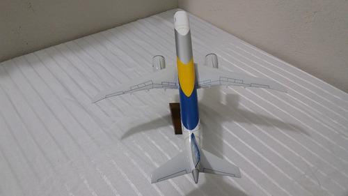 miniatura de avião 190 e 2 protótipo