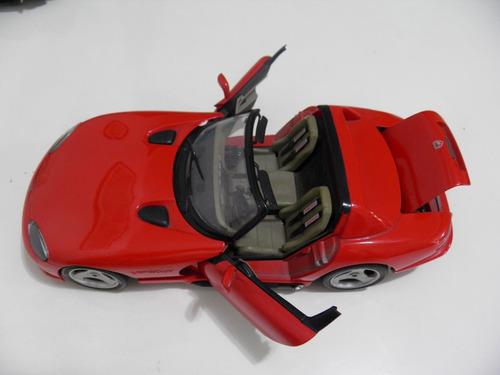 miniatura de carro dodge viper/rt/10 na escala 1:18