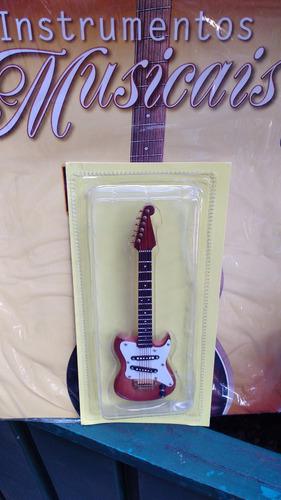 miniatura de guitarra - instrumentos musicais