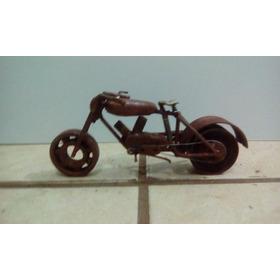 Miniatura De Moto Com Sucata De Ferro