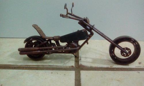 miniatura de moto em sucata