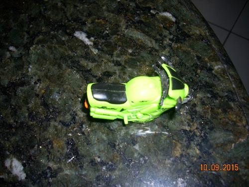 miniatura de moto esportiva de esc. aproximada 1:38