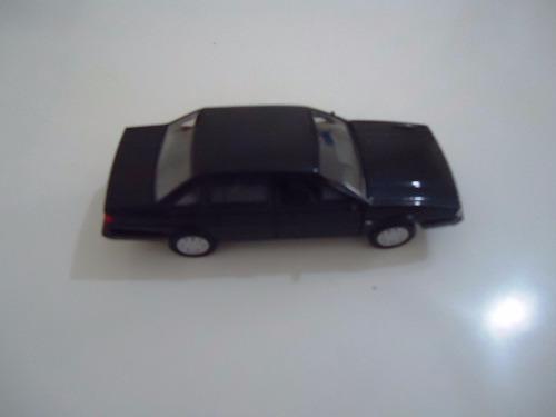 miniatura em metal carro wolkswagen santana 1.8 4 portas 84