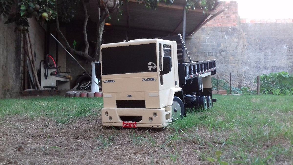 Miniatura Ford Cargo 2428 Truck R 200 00 Em Mercado Livre