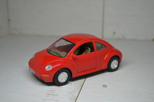miniatura volkswagen new beetle 1:32 kt-5012