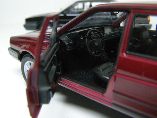 miniatura vw santana 1989 1:36 abre as portas friccção br15