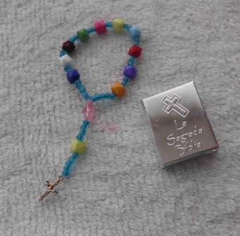 minibiblia con repujado y decenario en organza rosario bolo