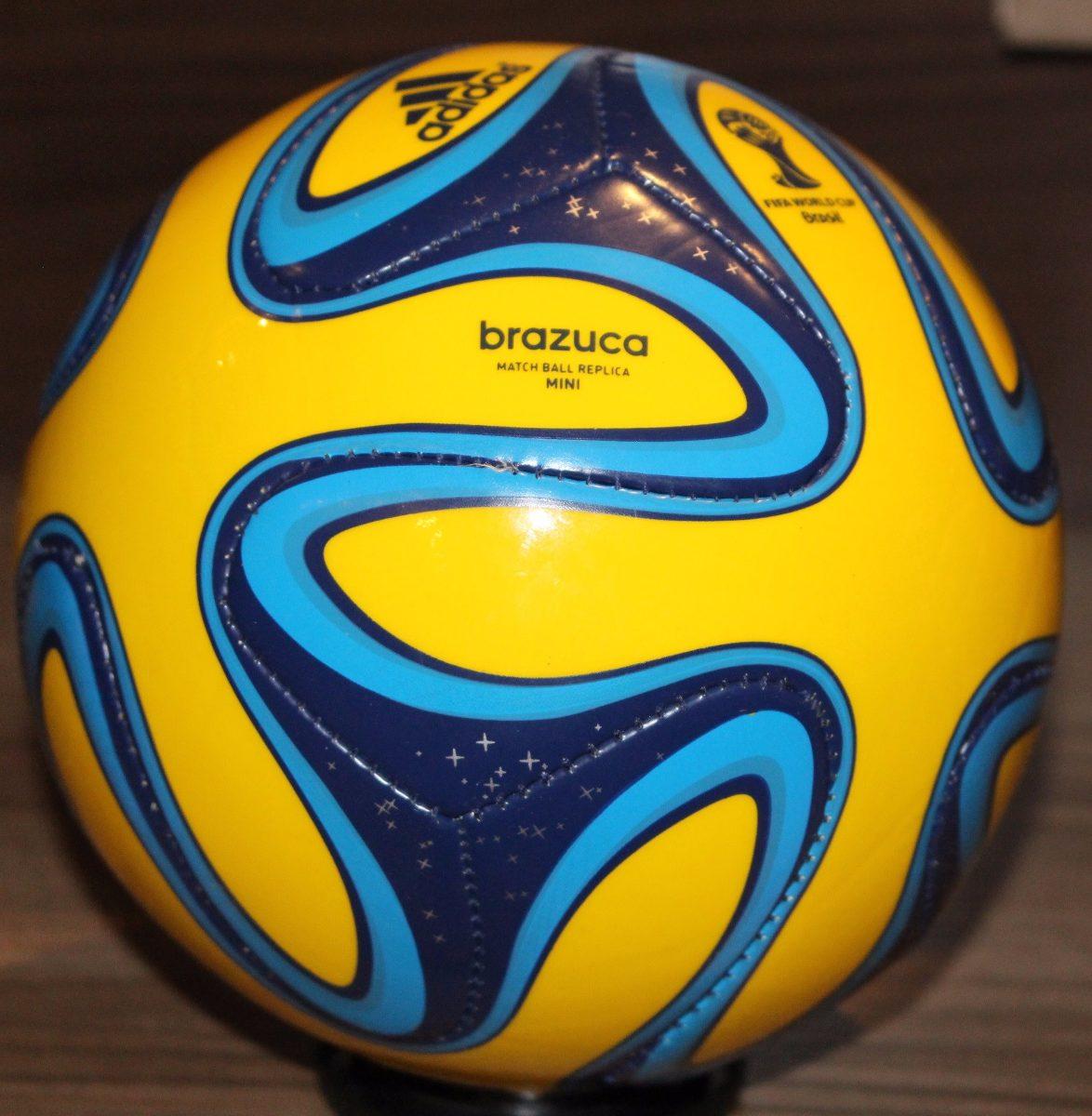 975f6da027 minibola adidas brazuca da copa do mundo fifa. Carregando zoom.