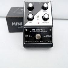 minifooger mf chorus de moog - pedal efecto análogo estéreo
