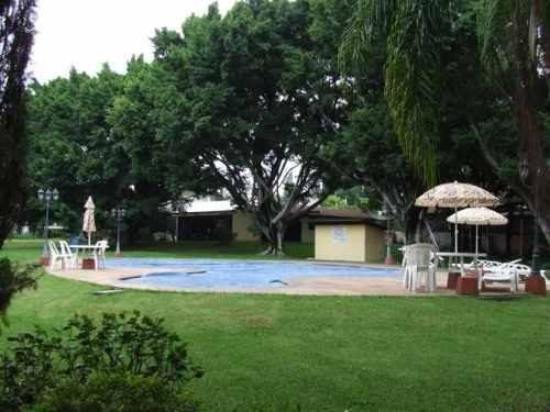 minimalista !! áreas verdes en aprox. 10,000 m2 !!  jardín arbolado con juegos infantiles, cancha de tenis!!