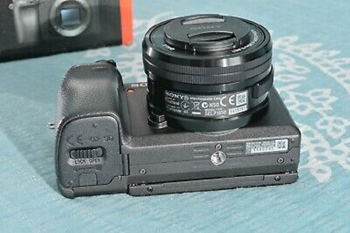 mint sony a6400, 16-50 lens, 6 batteries, 2 cages, 2 charge