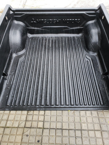 mitsubishi  camioneta  protector de caja