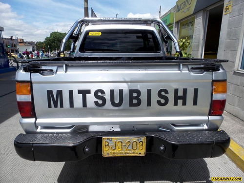 mitsubishi l200 mt 2400