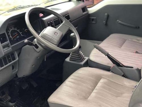 mitsubishi l300  año 2013 furgon. liquido, exelente estado!!