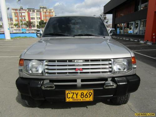 mitsubishi montero v11 4x4