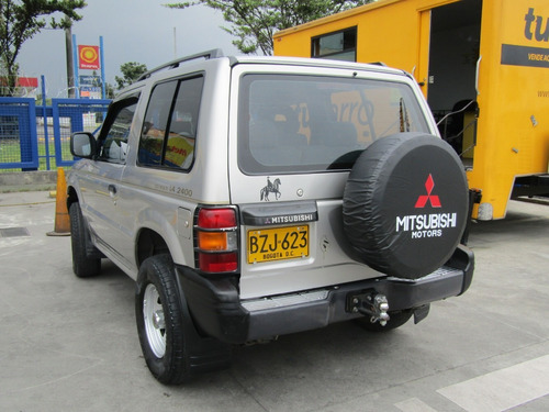 mitsubishi montero v11 vna 2400