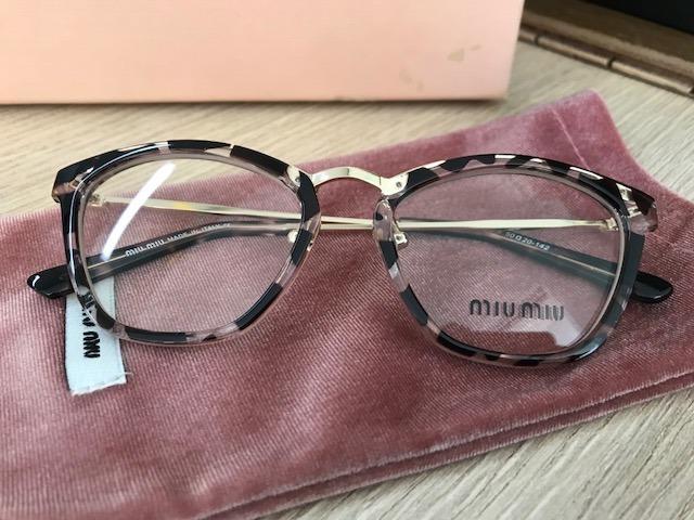 9dd1b1f978f92 Armação Para Óculos De Grau Miu Miu Gatinho Tigrado - R  249,90 em ...