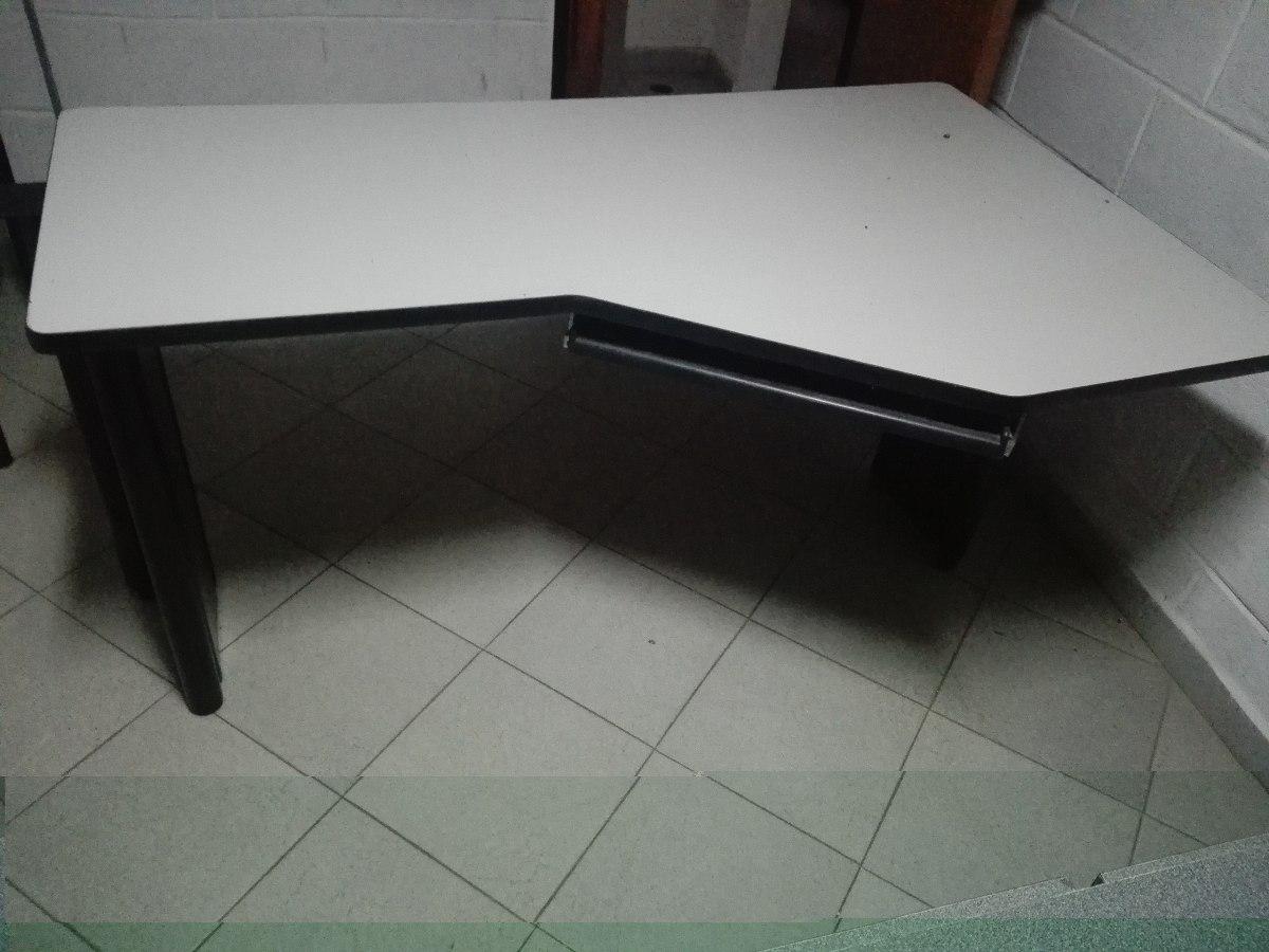Mobiliario de oficina en buen estado bs 80 00 en for Precios de mobiliario para oficina