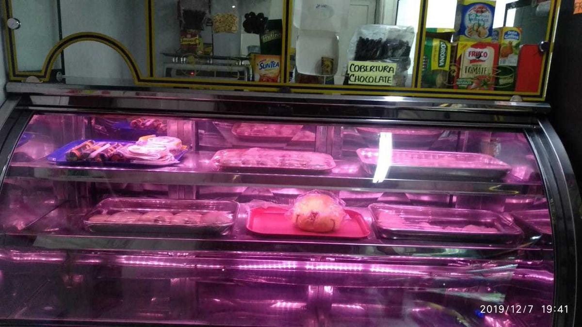 mobiliario para salsamentaria- venta de carne o pollo