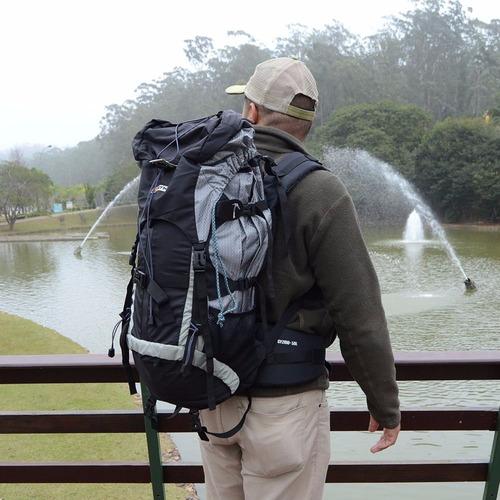 mochila cargueira com de capa chuva gyzmo 50l gt nautika