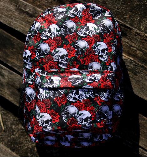 mochila caveiras com rosas v211