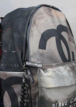 b1fed84e8 Mochila Chanel Graffiti Destroyed Original Pronta Entrega - R$ 1.099 ...