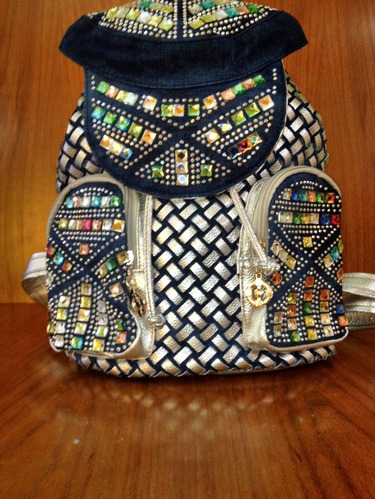 mochila con brillantes multicolor