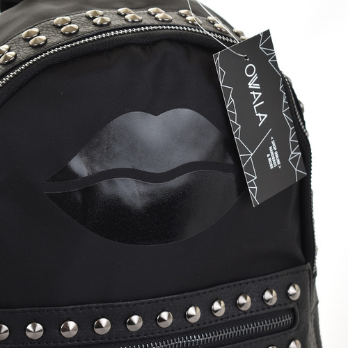 mochila cuero sintetico mujer las oreiro tachas urbana negra