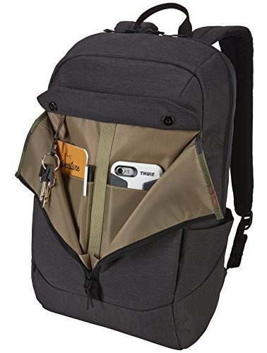 mochila de color negro por thule