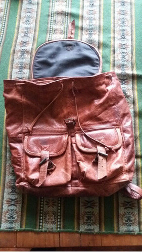 mochila de cuero auténtico.