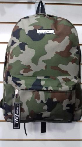 mochila escolar camuflada
