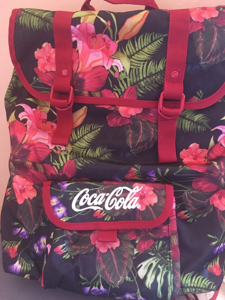 3160d791fac76 mochila feminina coca cola preta com estampa floral. Carregando zoom.