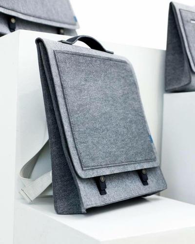 mochila gris/ploma | marca: mrkt | porta: laptop