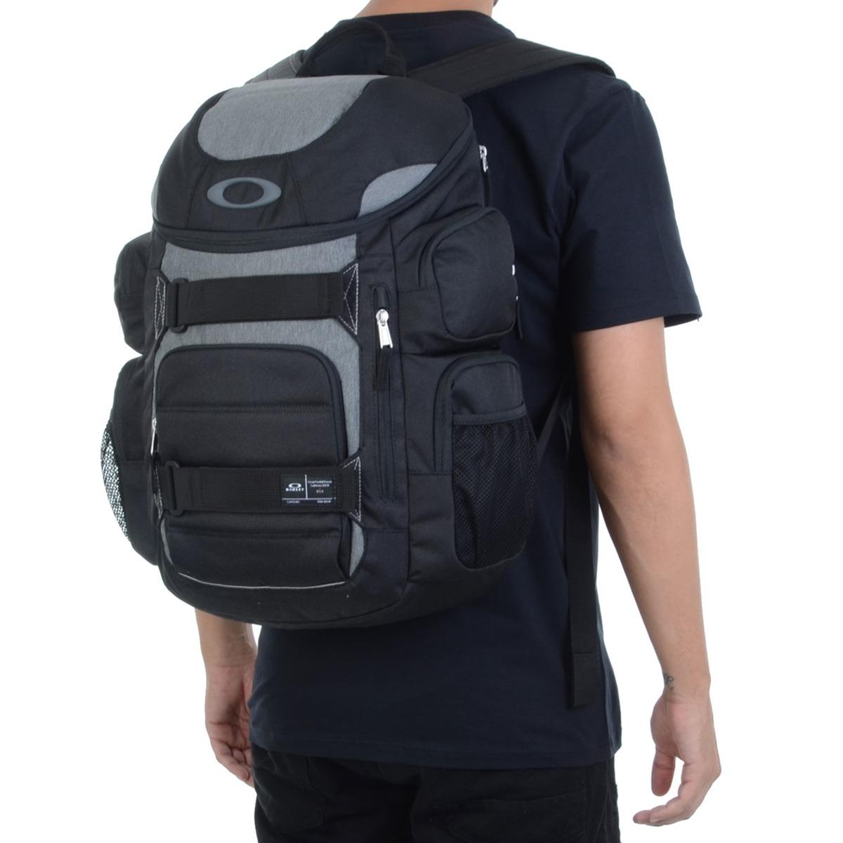 mochila masculina oakley enduro 30l preta. Carregando zoom. ca4ea12cdc3