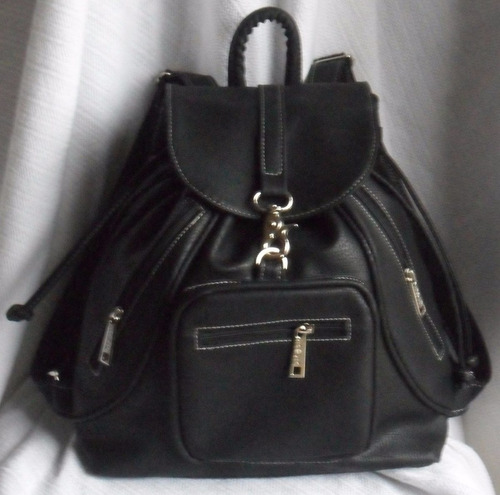 mochila mujer cuero ecológico combinada, herraje y bolsillo