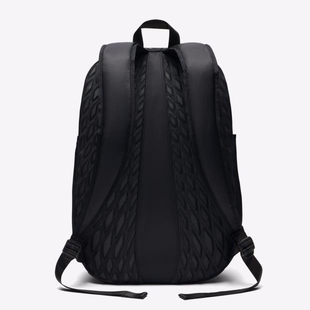 Mochila Nike Aura Solid - Preta - R  249 6b600de81342a