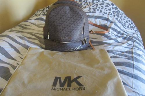 mochila pequeña de michael kors