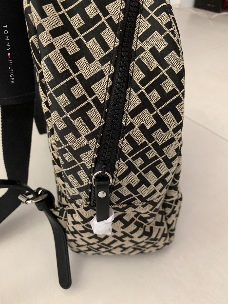 5b7790de3 mochila tommy hilfiger preta tecido couro importada feminina. Carregando  zoom.