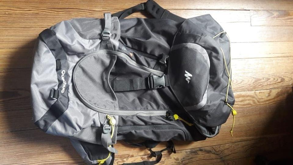 092e5d9b4 mochila trekking forclaz 70 litros gris oscuro quechua. Cargando zoom.