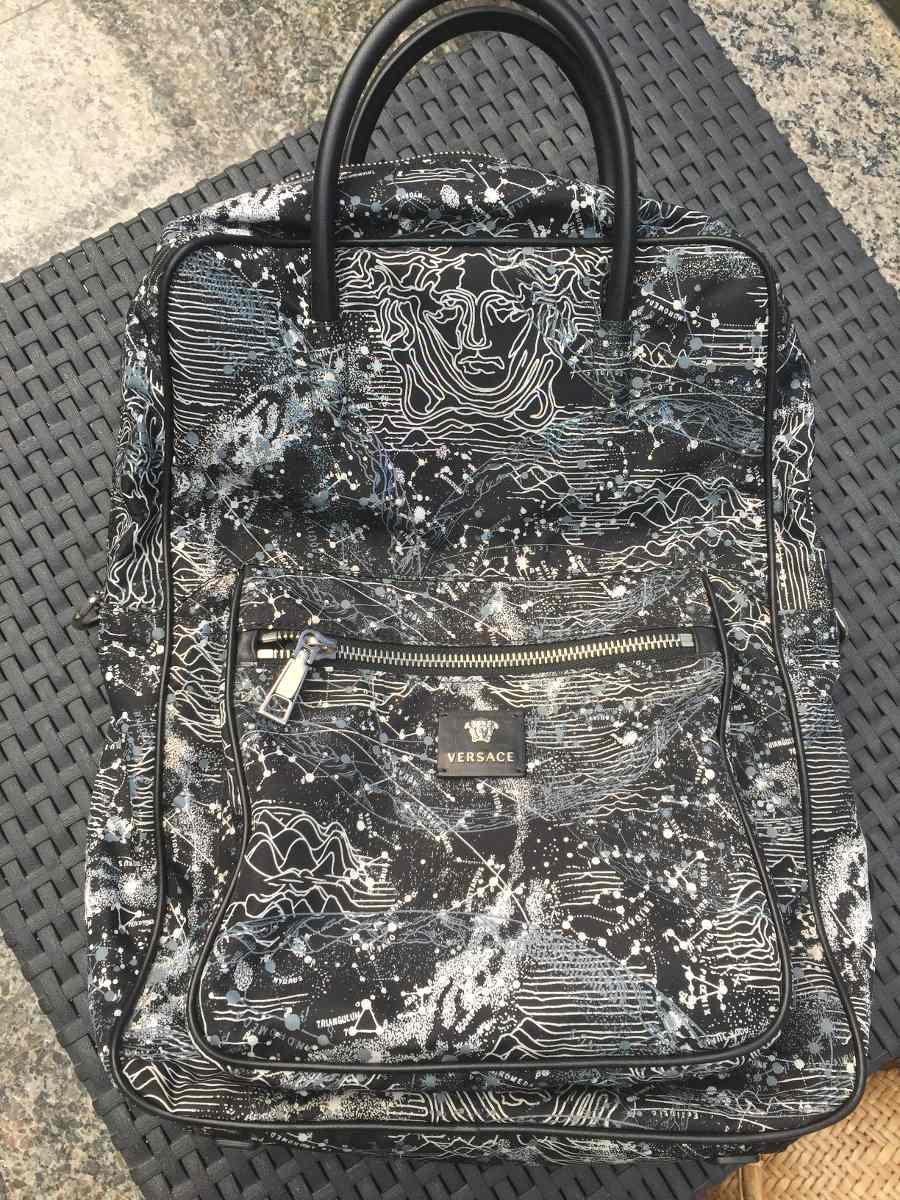 7d3688d60e mochila versace original! única no brasil! couro vitelo. Carregando zoom.