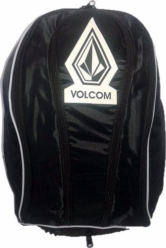 mochila volcom preta com capa para chuva espaço notebook