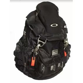 004138e4aee81 Mochila Oakley Kitchen Sink Backpack Preta Stealth Black no Mercado Livre  Brasil