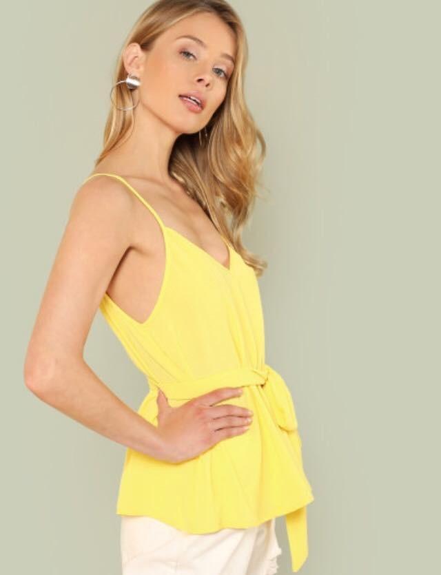 38bb5285f9968 moda japonesa  blusa amarilla top tirante doble escote v. Cargando zoom.