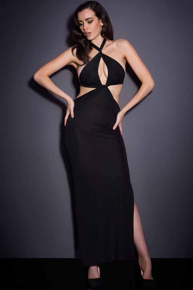 Vestido negro escotado largo